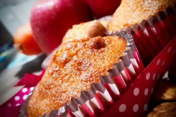 cupcakes με μήλο, καρότο και πούδρα αμυγδάλου
